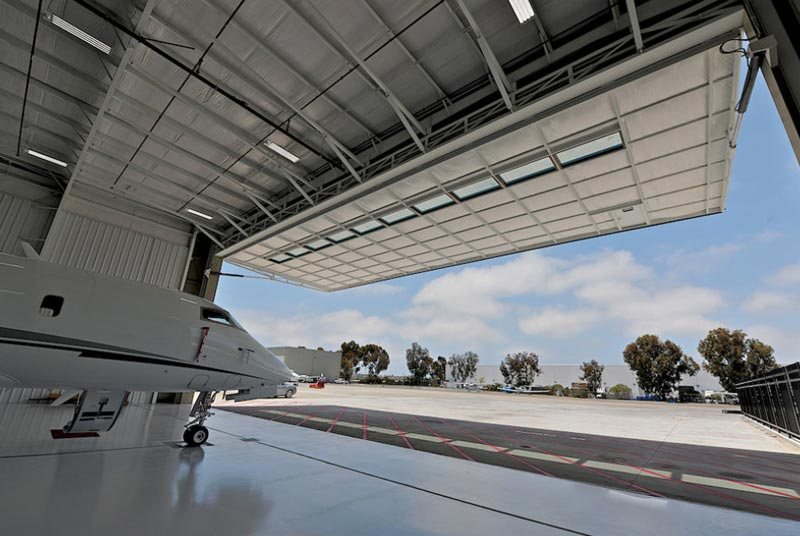 Private Plane With Garage : Hydroswing usa hangar doors hydraulic aviation